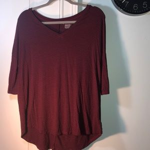 Maroon/black 3/4 length American eagle top